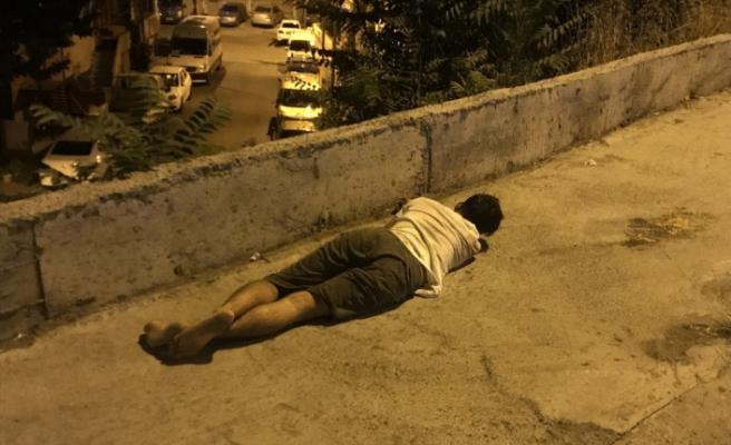 Alkollü sürücü kaza yapıp uyuya kaldı
