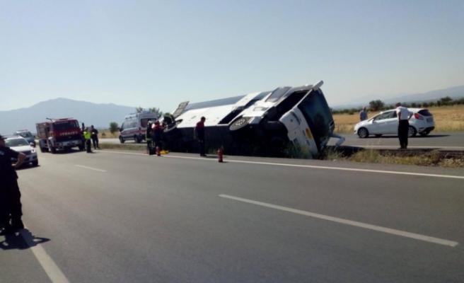 Turistleri taşıyan tur otobüsü kaza yaptı: 4 yaralı