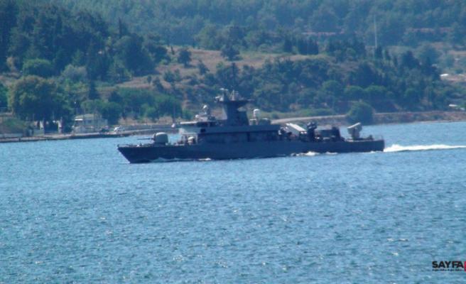 Yunan savaş gemisi yine füzeler açık vaziyette geçti