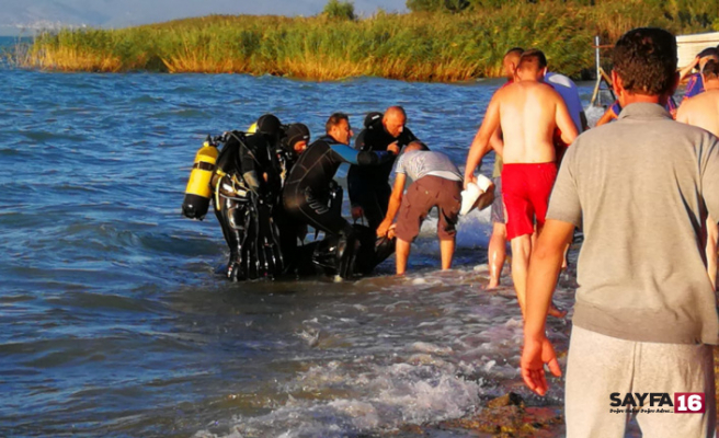 Abisinin boğulduğu haberini alır almaz kendini göle attı
