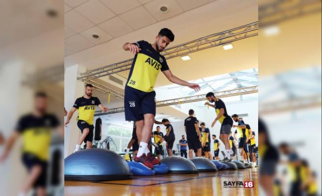 Fenerbahçe günün ilk antrenmanını tamamladı
