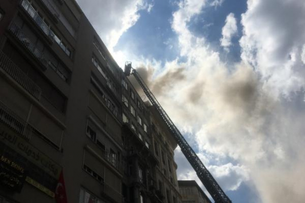 İş merkezinde yangın paniği: Mahsur kalanları itfaiye kurtardı