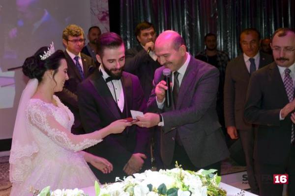 Bakan Soylu'dan evlenecek çiftlere öğüt: Anne ve babanızı birbirinizden fazla sevin