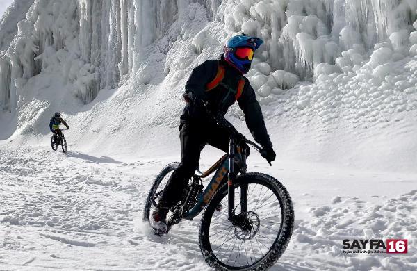 Kar üstünde bisiklet keyfi