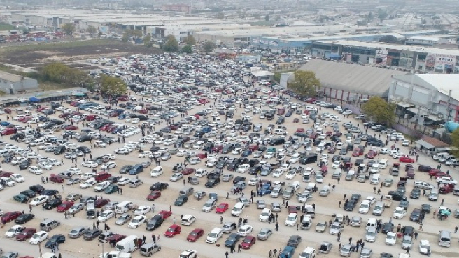 Sıfır otomobillerin fiyatı uçtu vatandaşlar 2. ele akın etti