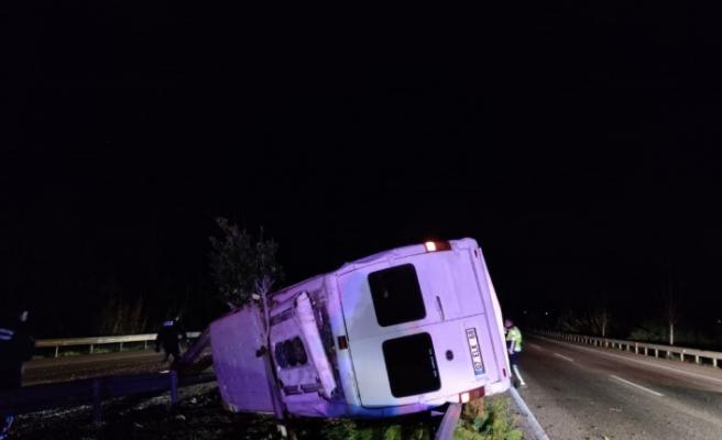 Antalya'da minibüs bariyerlere çarptı: 1 ölü, 3 yaralı