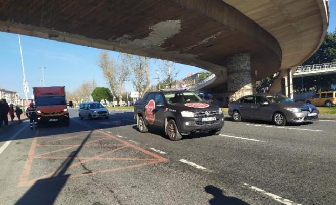 Beşiktaş'ta vinç üst geçide çarptı sürücü kaçtı