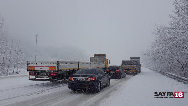 Bursa- Ankara karayolu kar nedeniyle 2 saat kapandı