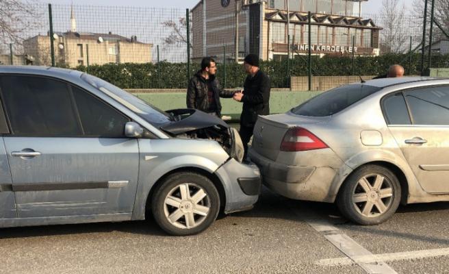 Bursa'da trafiği kilitleyen kaza