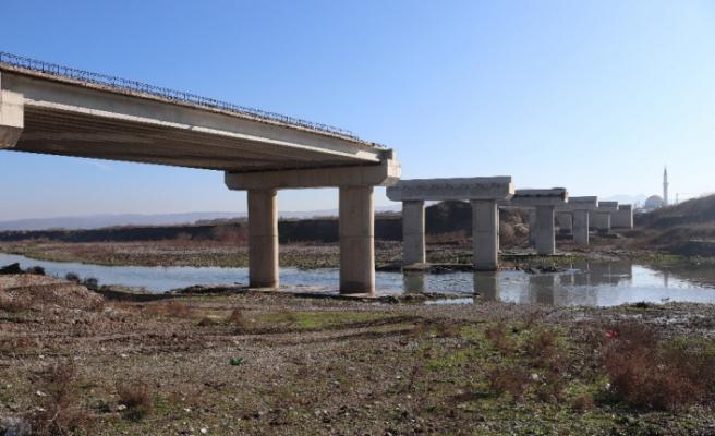 Mustafakemalpaşa'da 3'üncü köprü inşaatı yeniden başladı