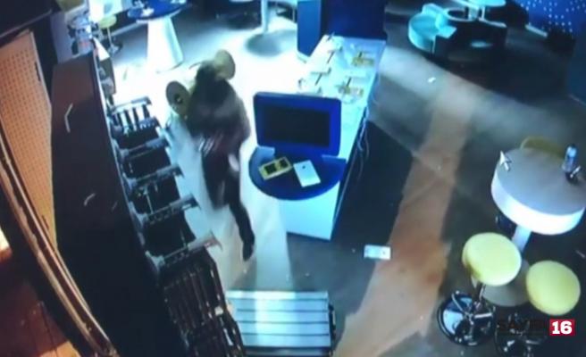Karacabey'de hırsızlık: 40 saniyede soydular