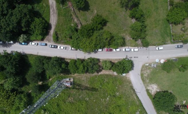 Bursa'da 'korona' kısıtlaması öncesi kilometrelerce su kuyruğu