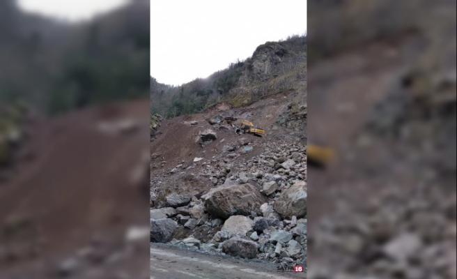 Taş ocağında göçük sırasında iş makinesi devrildi: 1 ölü, 1 yaralı