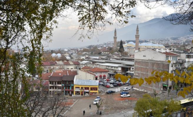 Bursalılar açık tarihi çarşıları tercih etmeye başladı