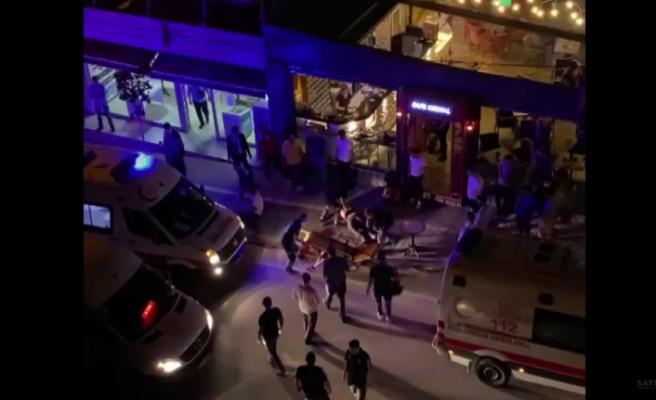 Yaralı halde kafeye gidip yardım isteyen gençlerden biri öldü