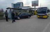 Hızını alamadı durağa daldı: Sürücü alkollü çıktı