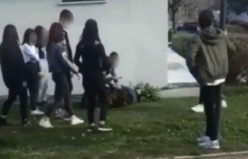 Bursa'da kızların parkta sevgili kavgası!