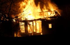 Metruk binada korkutan yangın: Yine izleyicisi boldu