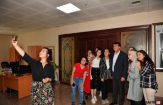 Başkan Dündar stajyerlerle buluştu