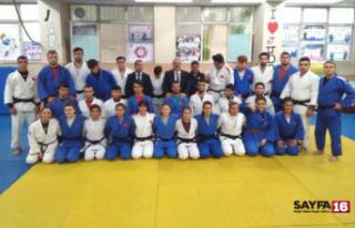 Milli judoculara baklavalı uğurlama