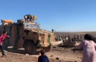 YPG'lilerin boynuna sarıldılar Türk Askerine...