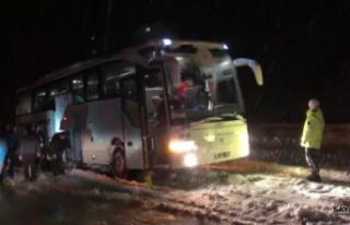 Kara saplanan ampute futbol takımı otobüsünü...