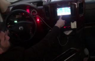 Seyir halindeyken okey oynayan şoförün sürücü...