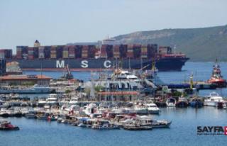400 metrelik dev konteyner gemisi Çanakkale Boğazı'ndan...