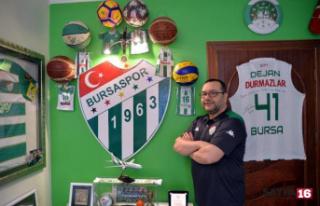 Bursaspor sevgisiyle evini müzeye çevirdi
