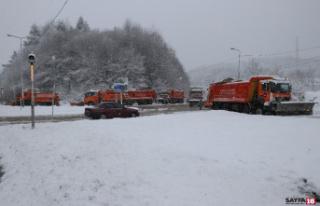 Sürücüler dikkat: Bolu Dağı'nda lapa lapa kar...