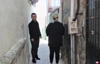 Bu sokaktan iki kişi yan yana geçemiyor