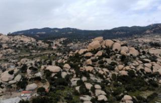 Türkiye'nin en yaşlı kayalarıyla dikkat çeken...