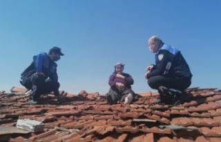Alzaymır hastası yaşlı kadın çatıya çıkınca...