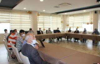 HDP önündeki aileler, tam kapanma nedeniyle oturma...