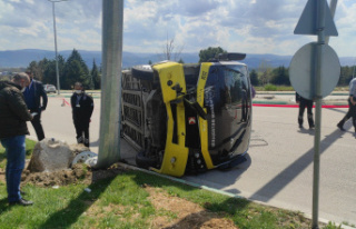 Yolcu minibüsü devrildi: 5 kişi yaralandı