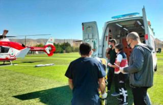 Ambulans helikopter, kalp krizi geçiren hasta için...