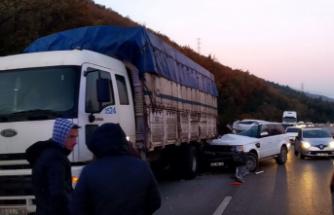 Ariza yapan kamyona çarptı