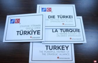 """Cumhurbaşkanı Erdoğan'dan Dörtlü Zirve'de """"Stratejik İttifakın Güçlü Üyesi Türkiye"""" kitabı takdimi"""