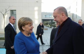 Almanya Başbakanı Merkel'den Türkiye'ye teşekkür ve takdir