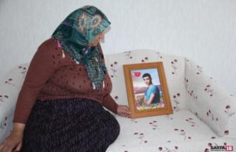 Bakan Soylu, evlat nöbetindeki ailelerin bayramını kutladı