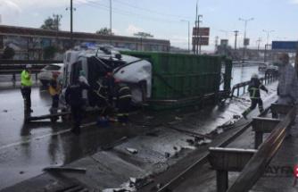 Çöp kamyonu devrildi:1 ölü, 1 yaralı