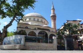 Kalacak yeri olmadığı için sığındığı camide mahsur kaldı