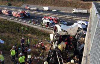Otoyolda otobüs kazası 5 ölü 25 yaralı