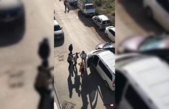 Kazada kızı korkan baba, diğer sürücünün üstüne yürüdü