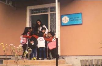 Sertab Erener'den öğretmenlere anlamlı hediye