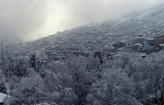 Bursa'nın renkli mahalleleri karla gün yüzüne çıktı