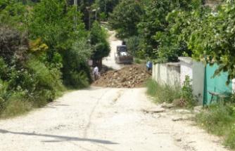 """""""Bana ait"""" dedi köy yolunu kapattı"""