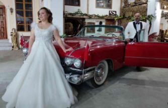 Klasik otomobillerle dolu garaj, fotoğraf çektirmek isteyenlerin akınına uğruyor