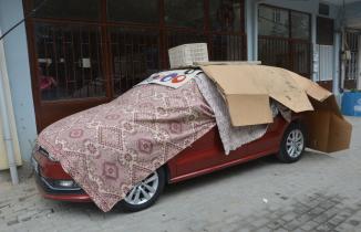 Doludan korkan araç sahipleri arabalarını yorgana göre park etti