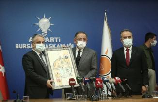 """Özhaseki Bursa'da: """"Bizde işler istişare ile yürür"""""""